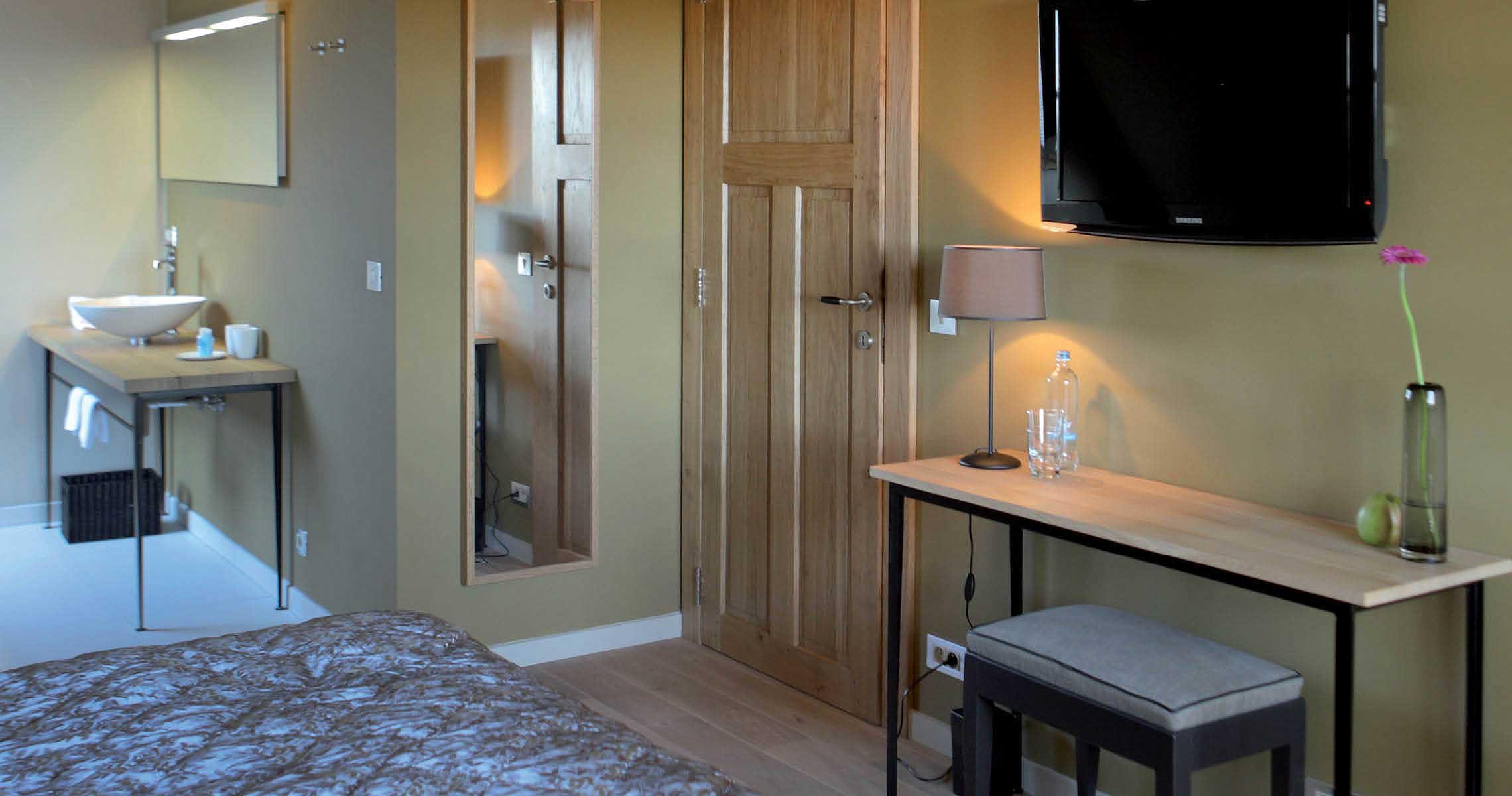 Cosy double bedroom flatscreen tv